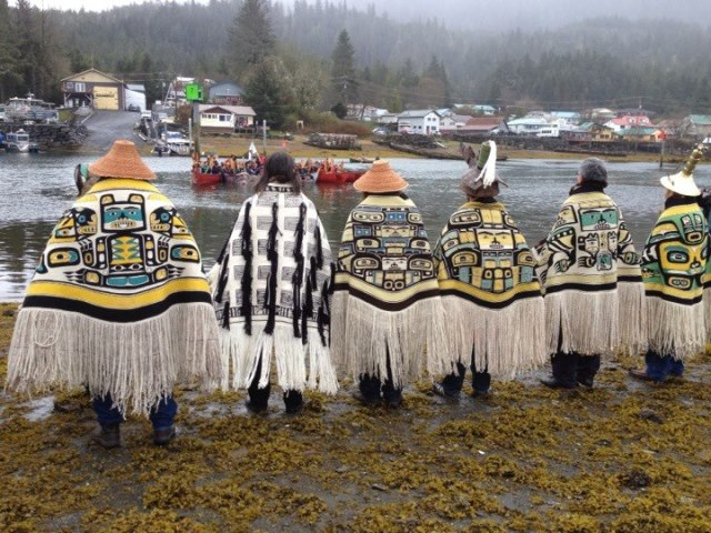 Shtax'héen Kwáan Tlingits greet canoes for the Chief Shakes Rededication